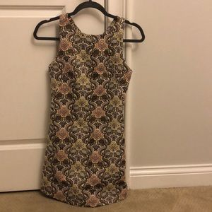 Preppy patterned dress with a good fit